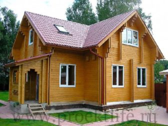 Дом с мансардой и крыльцом